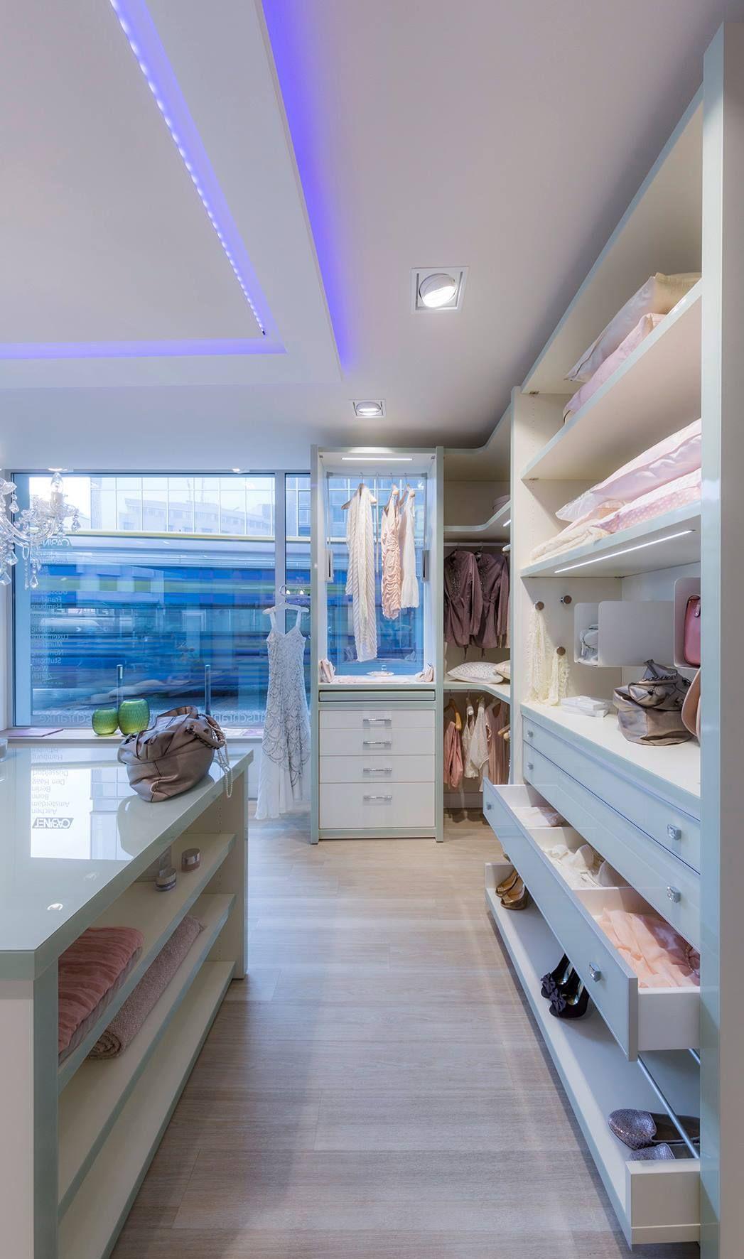 Ein begehbarer Kleiderschrank, ganz nach individuellen Wünschen geplant und gefertigt.