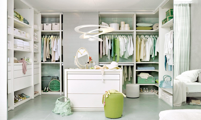 weißer begehbarer Kleiderschrank mit Kommode von CABINET