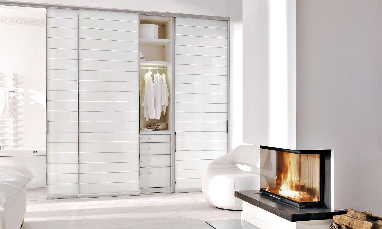 Maßgefertigter Schrank mit Glastüren weiß